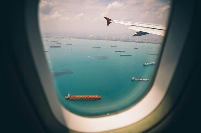 plane-ocean1